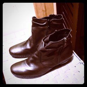 Dark Brown Rieker Side Zip Boots. NWOT. 8.